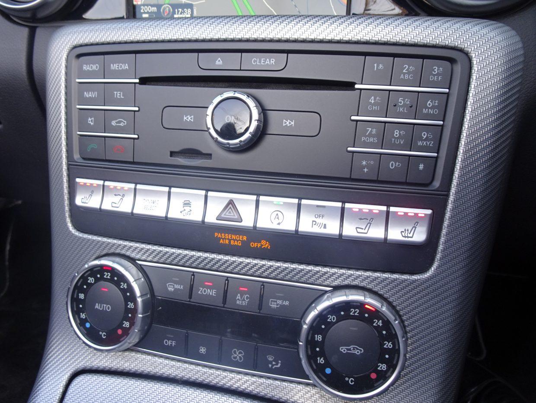 運転席と助手席が独立調整できるクライメートコントロール。パーソナルなくつろぎをご堪能下さい!