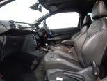 サイドサポートが張り出したスポーティな形状のシートがドライバーを迎えてくれます!