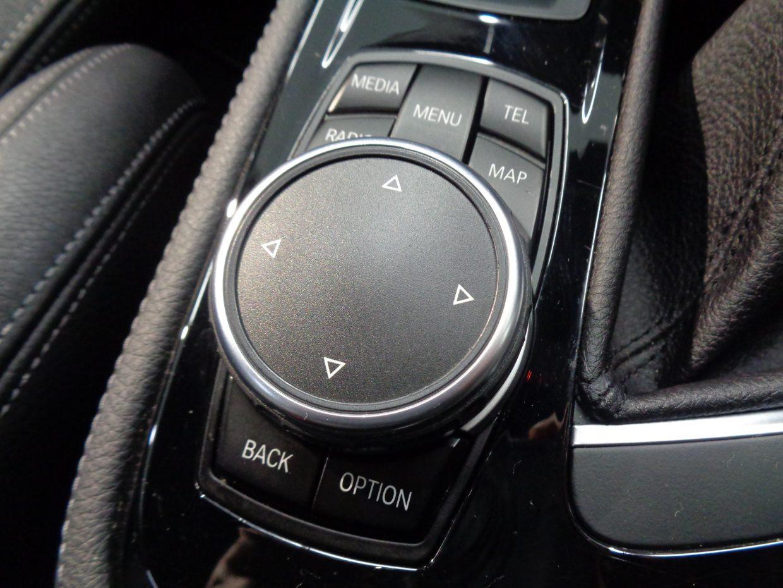 オーディオやナビを直感的に操れるiDriveコントローラー!