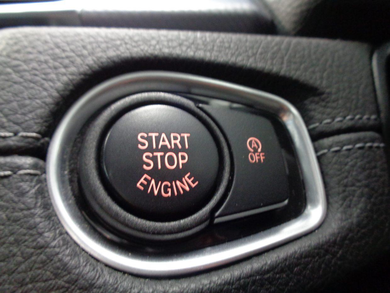 キーをポケットなどに入れたまま、エンジンの始動が可能なプッシュスタート式!