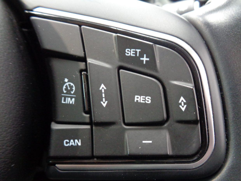 車間距離を維持しながら走行するアダプティブ・クルーズ・コントロール(ACC)!