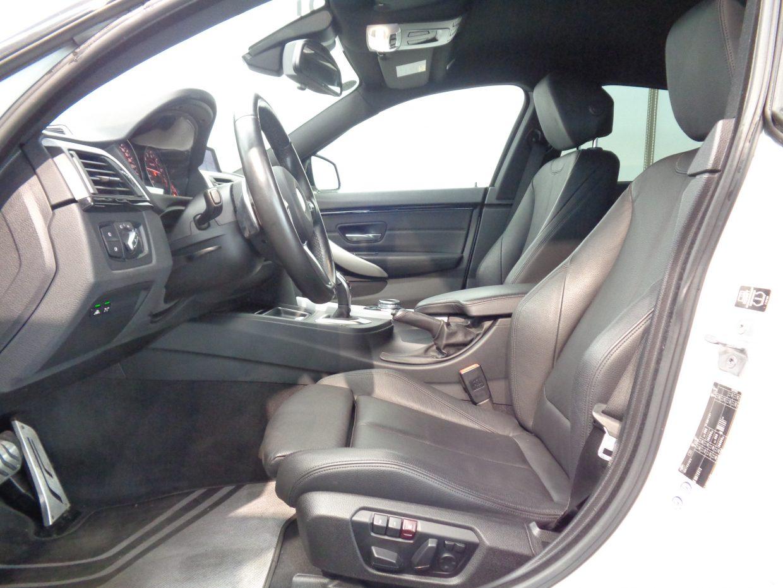 ブラックレザーシート&ヒーター!電動調節式のサイドサポートを持つスポーツシート!