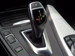 8速AT!シフトレバーの傍らには、走行モードの選択スイッチやパーキングセンサーのon/offボタンなどが並びます!