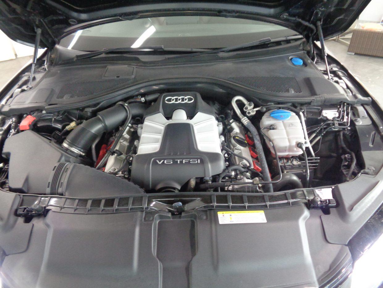 スーパーチャージャー付V型6気筒3.0リッター直噴ガソリンエンジン「3.0 TFSI」を搭載!