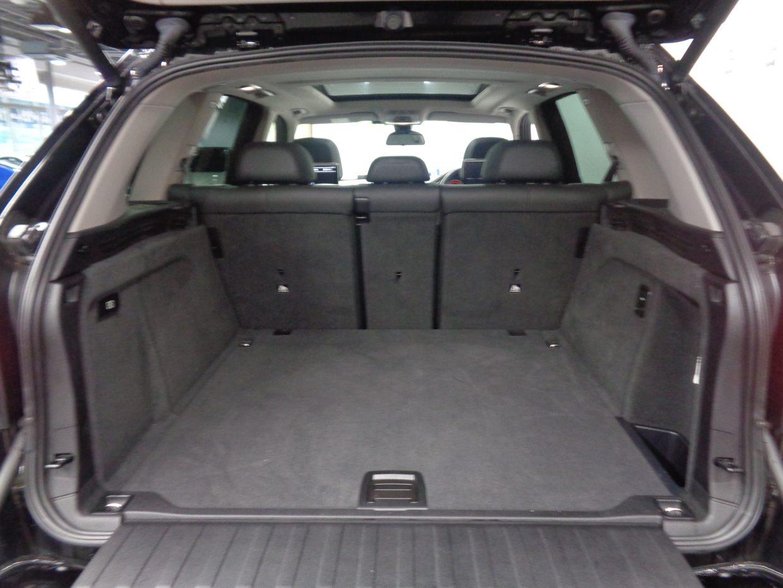 荷室容量は従来モデルより30リッター大きい650リッターを確保!