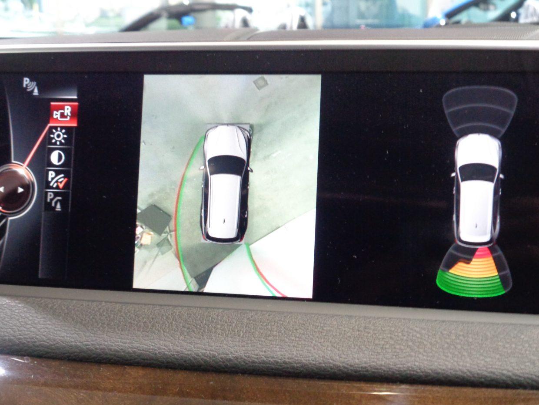 トップビューカメラが標準装備!ステアリングに連動したアシスト付リアビューカメラ映像も選択できます!
