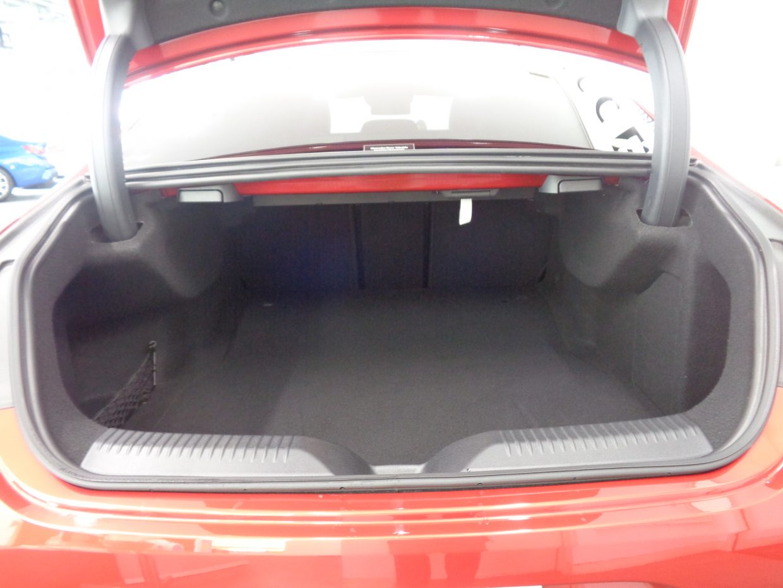 リアシートを倒せば必要に応じて積載スペースを拡張できます!電動トランク付き!