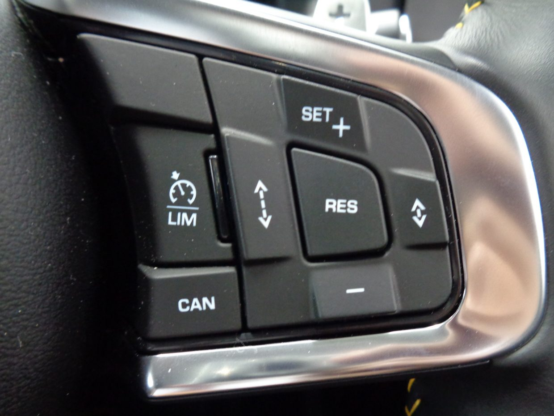 自動的にアクセルやブレーキ操作が行なわれ、車間距離を維持しながら走行するアダプティブ・クルーズ・コントロール(ACC)!