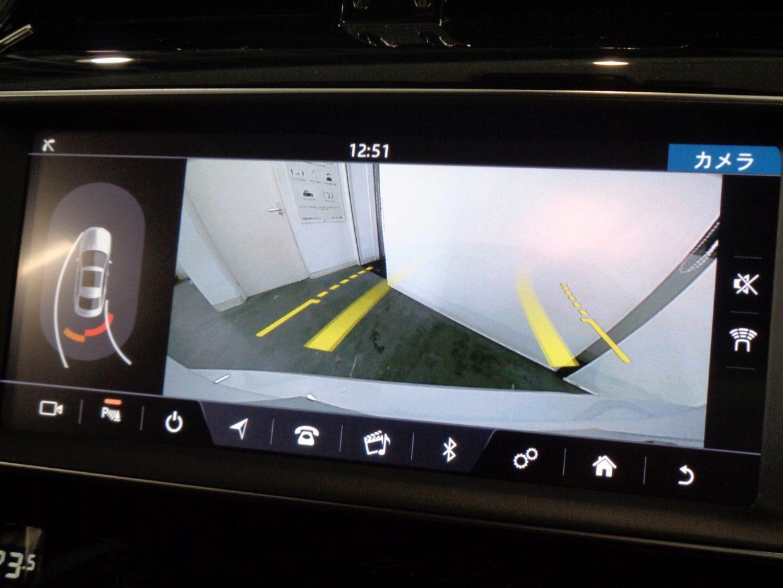 バックカメラ装備。目視で確認できるから、車庫入れもラクラク!