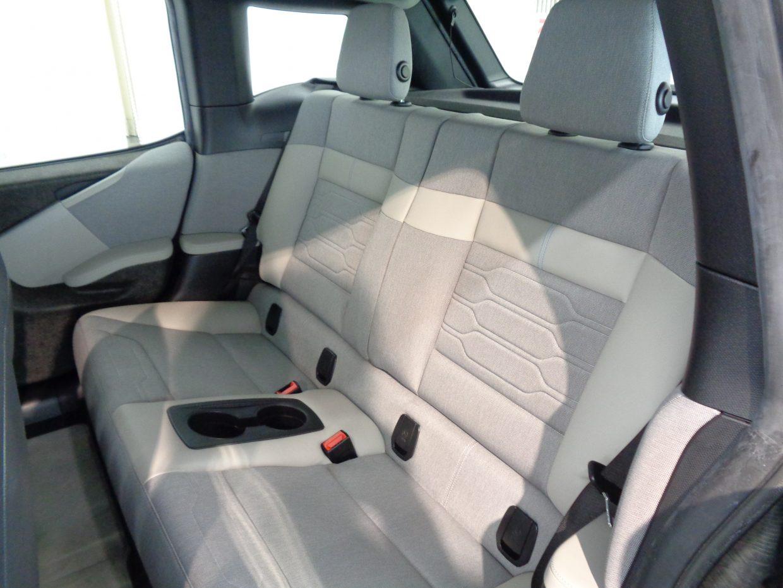 ドアには「観音開き」を採用し、Bピラーが存在しないため後席への乗降性に優れています!