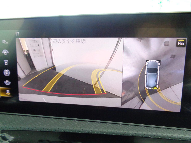 後退時の安全確認をサポートするパーキングアシストリアビューカメラ!真上から自車を見下ろすように、周囲の状況を映像で表示する360°カメラシステムも装備!