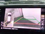 車両を上空から見下ろしているような映像をディスプレイに表示し、運転席からでは視認しにくい周囲の状況を確認できる「アラウンドビューカメラ」!