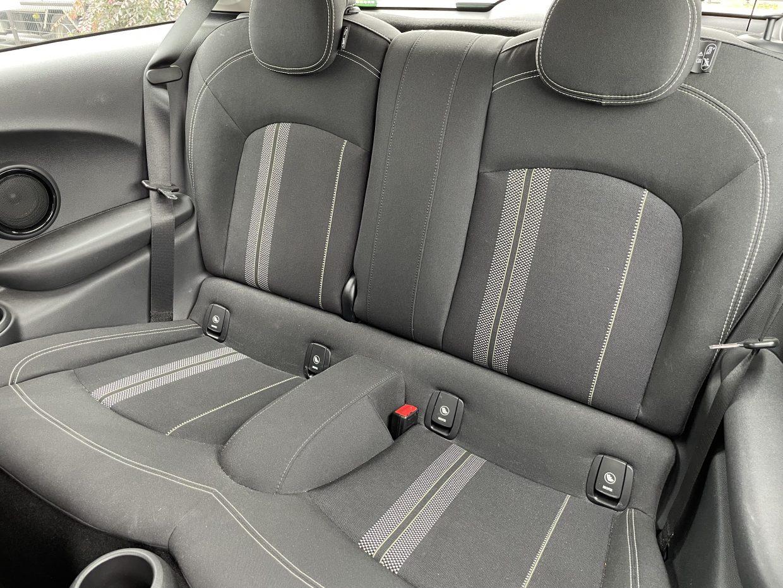 モデルチェンジにより、リアシートの座面が長くなるとともに、レッグスペースなども拡大されました!