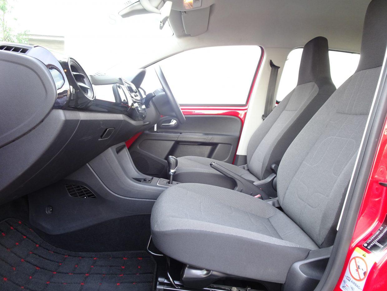 優しい座り心地ながら、しっかりと体を支えてくれるシートで長距離移動も苦になりません。
