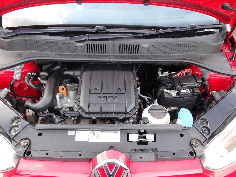エンジンは、全車1リッター直列3気筒。JC08モードの燃費値も、22.0km/リッターと、優秀な数値!