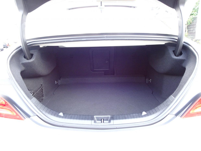 トランク容量は470リッター!分割式のリアバックレストを倒せば容量の拡大が可能です!