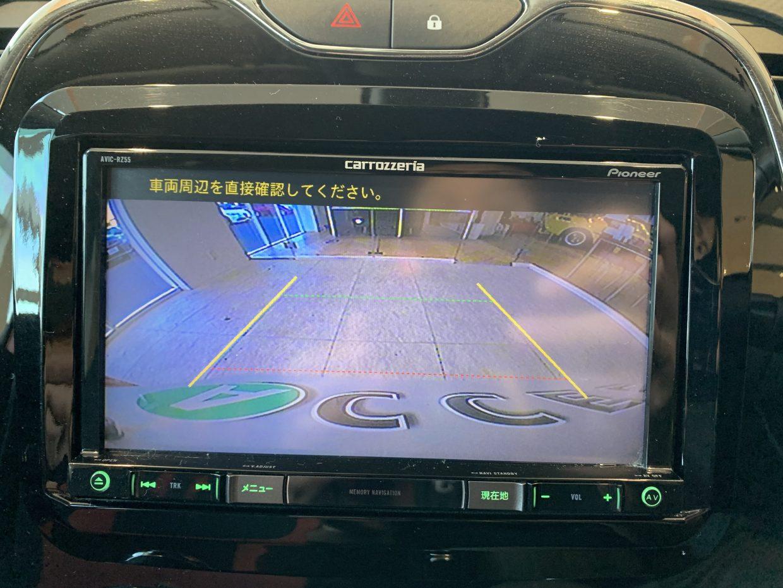 バックカメラを装備。モニターで後方確認できるので、車庫入れが苦手な方も安心!