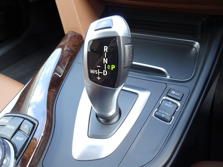 新開発のステップトロニック付8速AT。とても滑らかなギアシフトと、燃料消費量の低減に大幅貢献します!