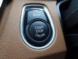 スタート/ストップ・ボタンを押すだけで、エンジン始動/停止を行うことができるスマートキーシステム「コンフォートアクセス」付!