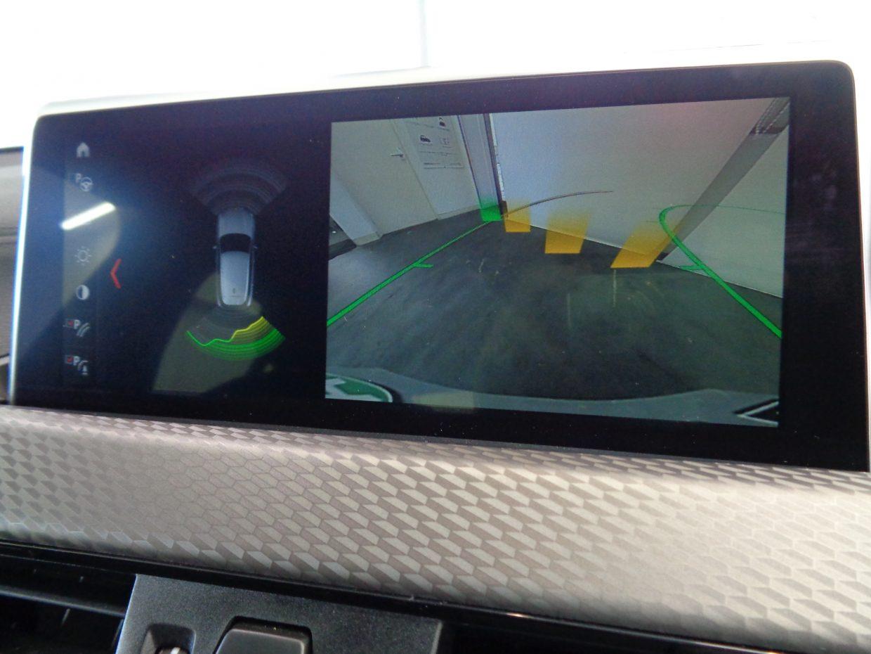 ステアリングに連動したアシスト付リアビューカメラ!PDCは車両の前方や後方にある障害物までの距離を信号音とビジュアル表示で知らせます!