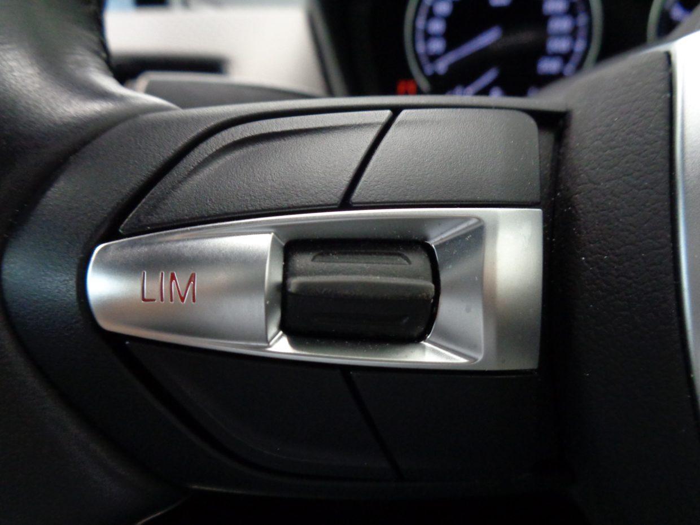 設定した速度を自動的に保ち、長距離の運転を楽にしてくれるクルーズコントロール!