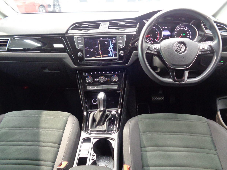 ワイド感を強調する、水平基調のデザイン!センタークラスターがドライバー側に傾けられ、スポーティー感も演出されています!