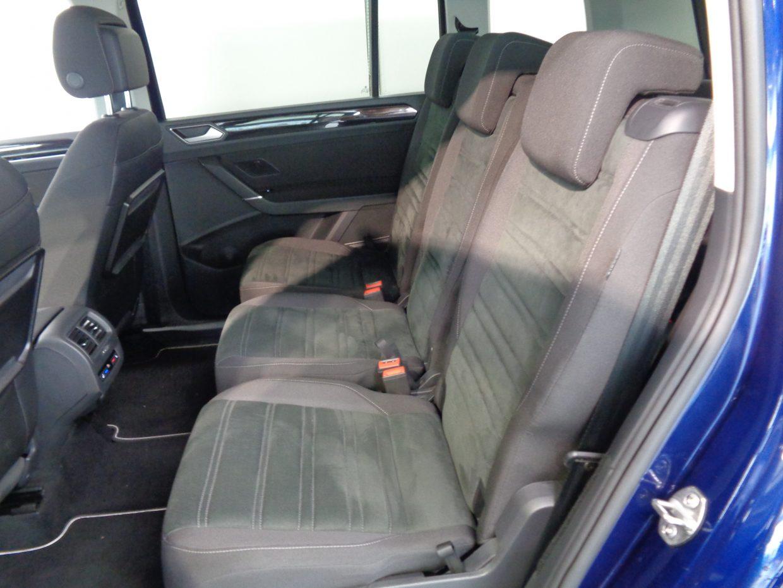スライドやリクラインが可能なセカンドシートには、イージーエントリー機能が採用され、サードシートへの乗降性が高められています!