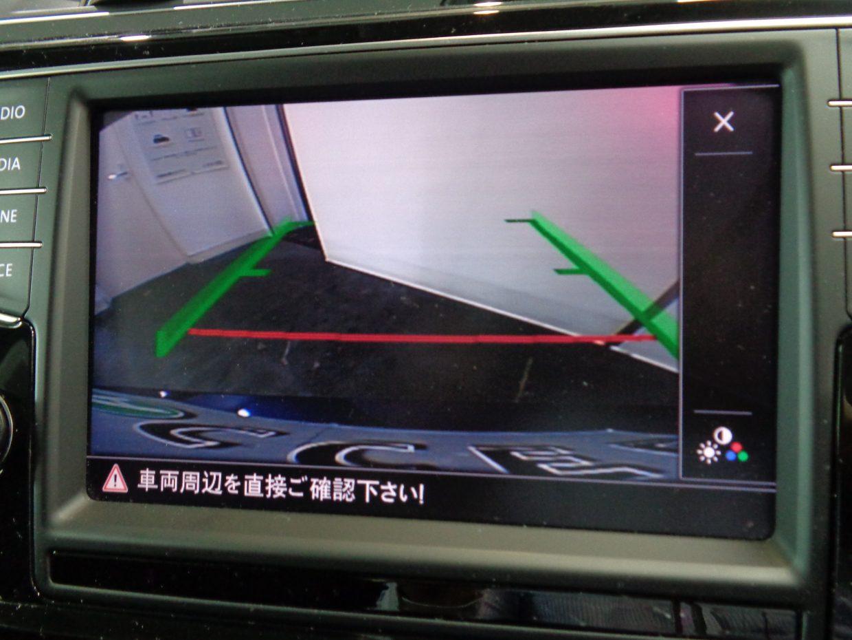 バックカメラ装備!モニターで後方確認できるので車庫入れが苦手な方も安心です!