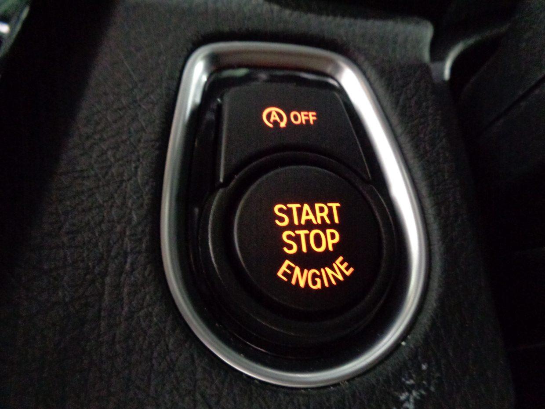 キーを所持してドアハンドルに触れるだけでドアの解錠&施錠。スタートボタンのプッシュだけでエンジンも始動できる「コンフォートアクセス」!
