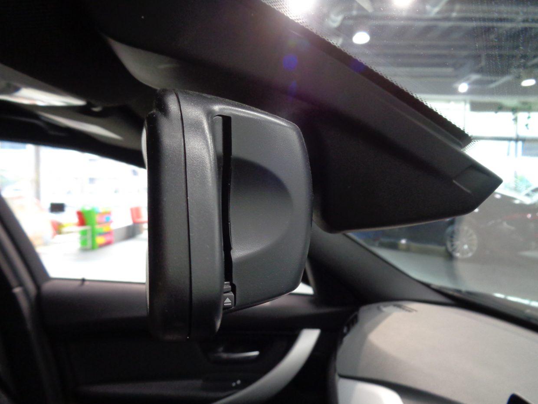 ミラー内蔵型ETCユニット!ガラス面にはレインセンサーも装備!