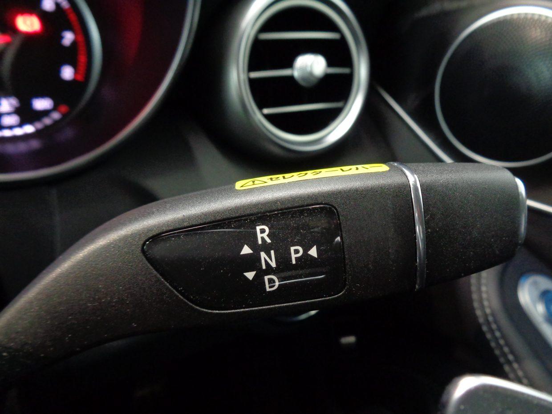 指先ひとつで操作できる、コンパクトな電子式セレクターレバー「ダイレクト・セレクト」を採用した7速AT!