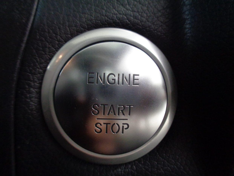 キーレスゴーが装備!キーの所持だけでドアの開錠&施錠と、スタートボタンのプッシュでエンジン始動できます!