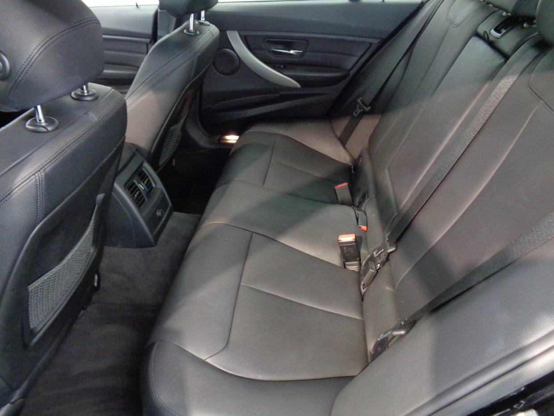どこに座っても余裕のあるスペース。くつろぎに満ちた雰囲気のエグゼクティブな空間!