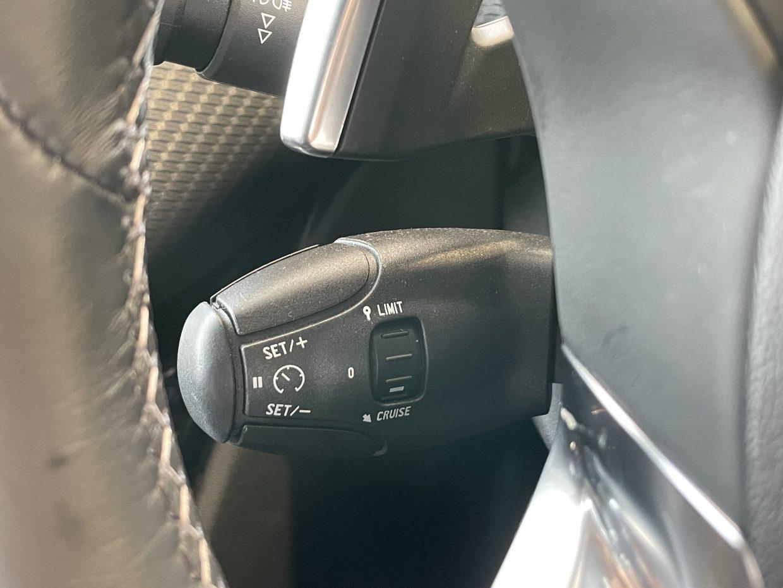 高速道路でも便利なクルーズコントロール装備です!