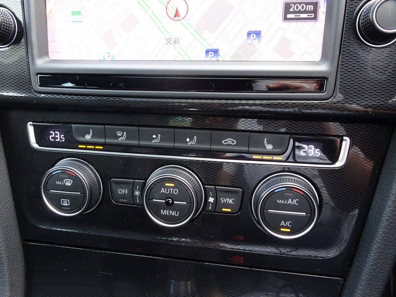 運転席と助手席の温度を左右個別に設定できるフルオートエアコンを装備!