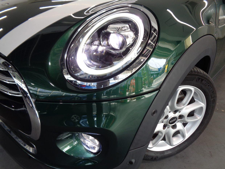 MINIのデザインアイコンである、丸型ヘッドライト!