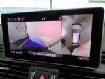 上空から眺めているような映像を表示し、駐車をサポートするサラウンドビューカメラ!