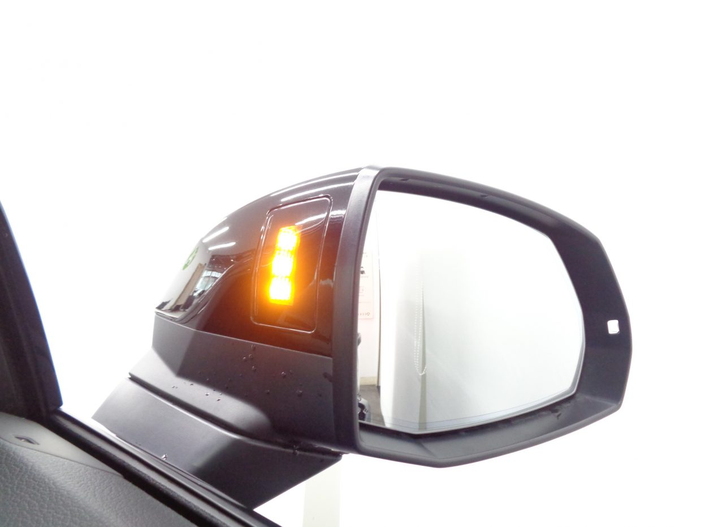 車線変更の際、後方からくる車両を検知して警告するサイドアシスト!