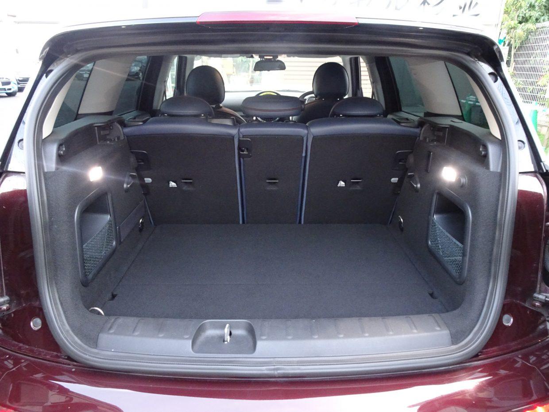 5名乗車時の荷室容量は360リッター!バックドアは、先代と同じ観音開きです!
