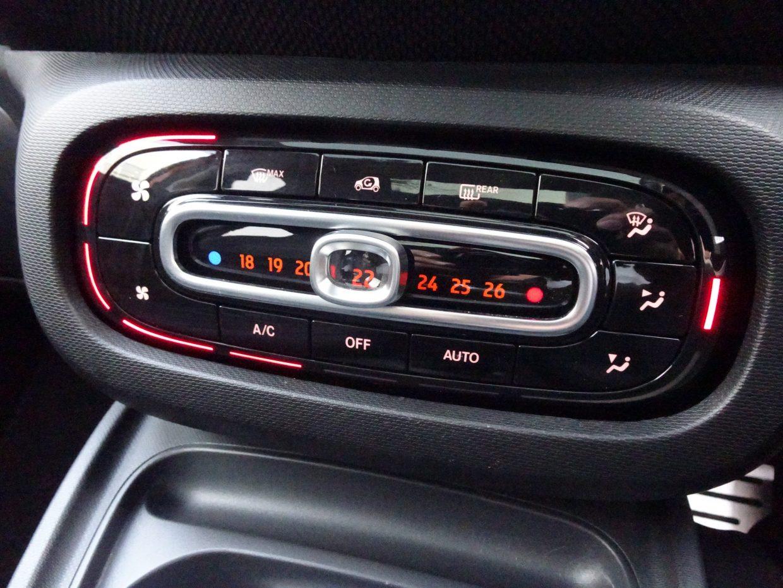 オートエアコンを装備で車内も快適!