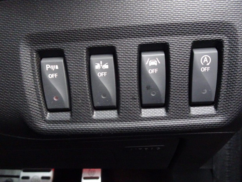 パークセンサーやアイドリングストップ等、煩わしい時のOFFスイッチもあります!