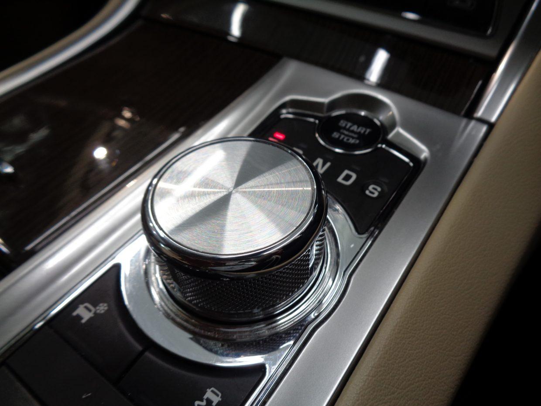 パドルシフト&ドライブセレクターでトランスミッションを制御する「ジャガードライブセレクター」!
