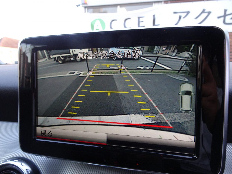 ステアリング操作に連動して進路予測ラインが案内する「パーキングアシスト リアビューカメラ」!