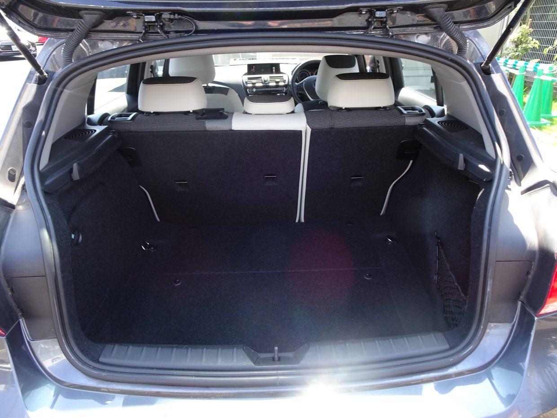 フラットで使いやすいラゲッジルーム!容量は5名乗車時で360リッター!
