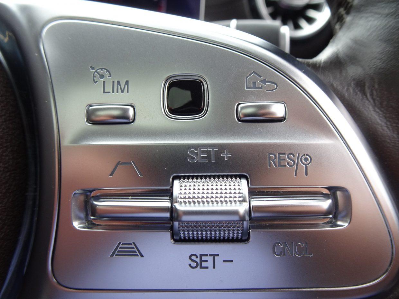 前走車追従機能付きクルーズコントロール(ACC)!停止後30秒以内であればドライバーの操作がなくても自動的に再発進が可能です!