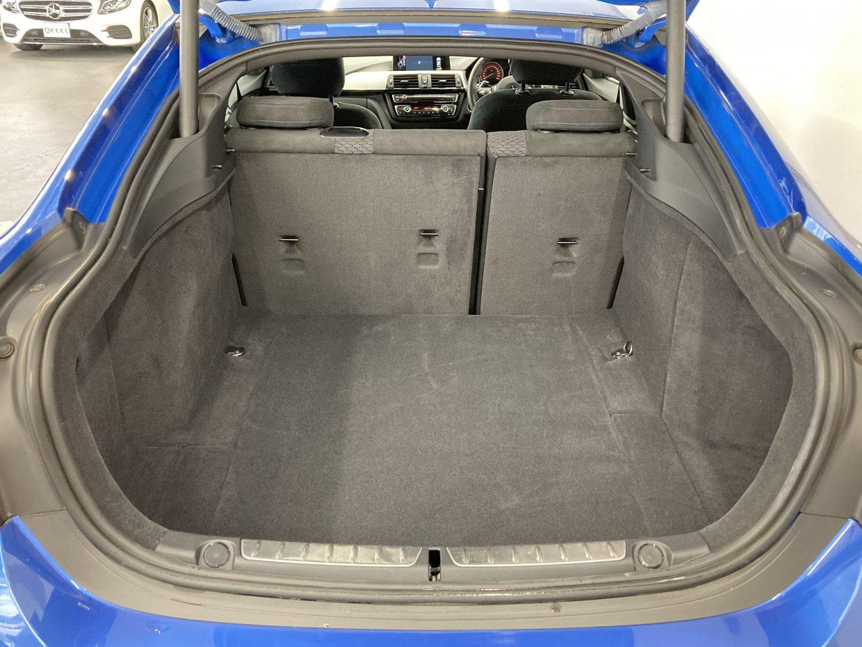 荷室容量は480L。後席は60:40の分割可倒式で、シートを倒すと1300Lまで拡大!