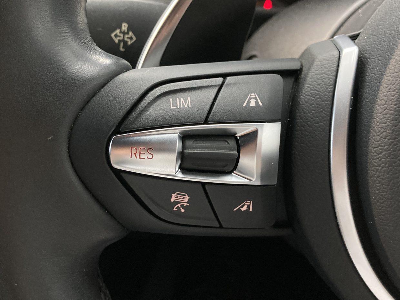 アダクティブクルーズコントロールを設定すると一定の車間距離を保ちながら前車を追従できます!
