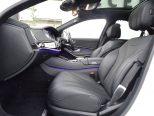 長距離ドライブにも快適な着座感を維持する本革シート。長い歴史に育まれた機能と品質に優しく包まれます!