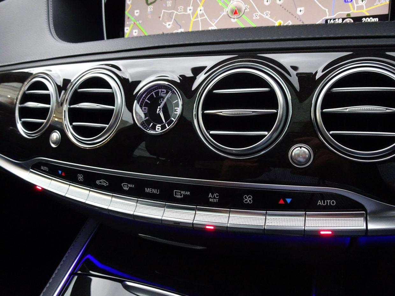 運転席、助手席に加え、後席も独立調整できるクライメートコントロール。パーソナルなくつろぎをご堪能下さい!
